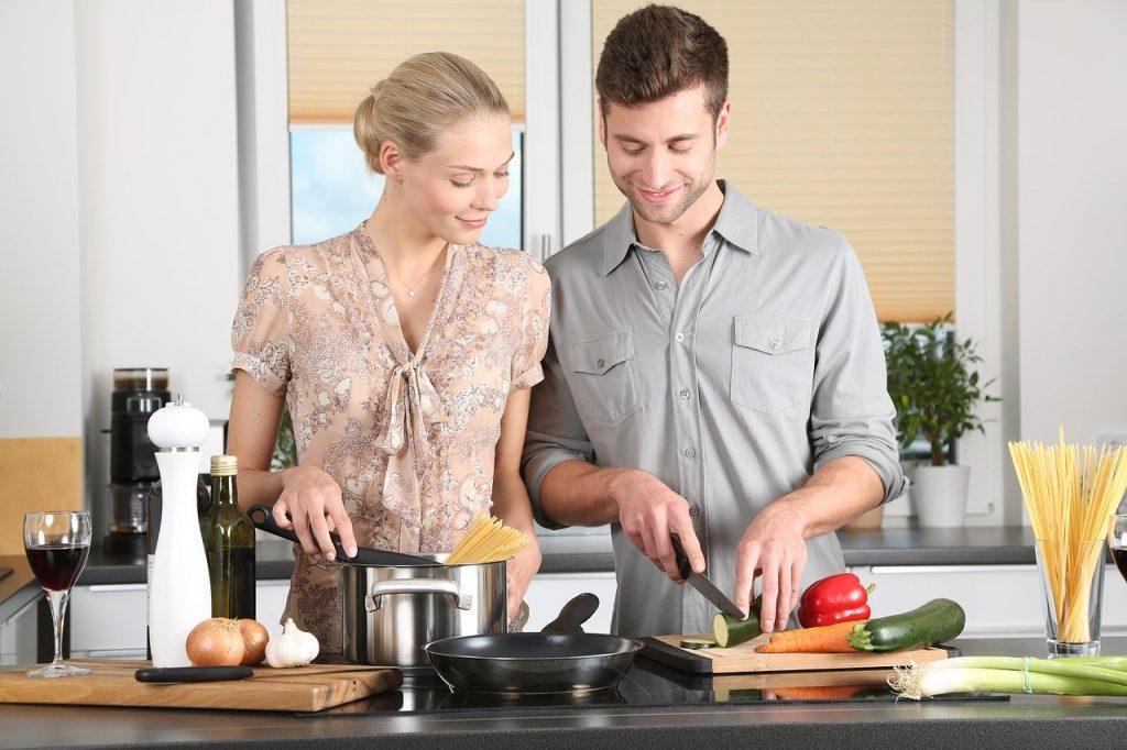 Ona czy on – kto gotuje? Rozwiewamy wątpliwości!