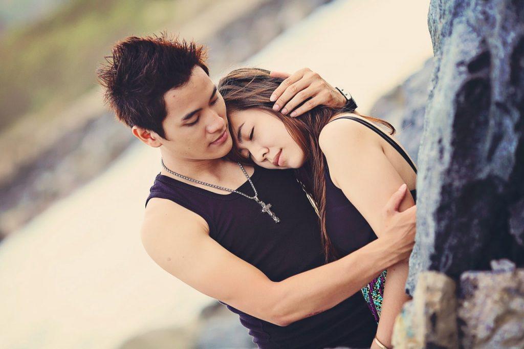 Dlaczego warto być w związku – jakie korzyści zyskują zakochani?