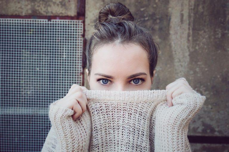 Długie swetry, jako HIT modowy tego sezonu